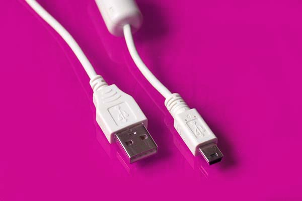 USB кабели оборудованы обычным разъёмом USB кабеля Тип A (на рисунке слева) и разъёмом USB mini кабеля Тип B...